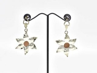 Sterling silver drop earrings in flower shape by Sally Brown. Set with a copper center. 30 x 30 mm.