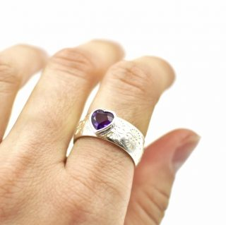 Pattern Ring with Amethyst Heart