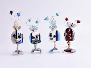 Tiny Robots with Magnetic Clasp