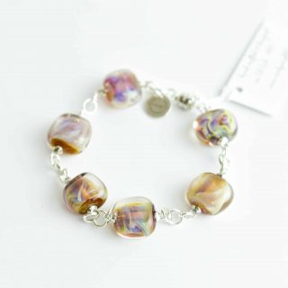 Glass bracelet with magnetic clasp