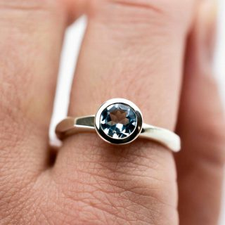 Facetted Band ring with blue Topaz